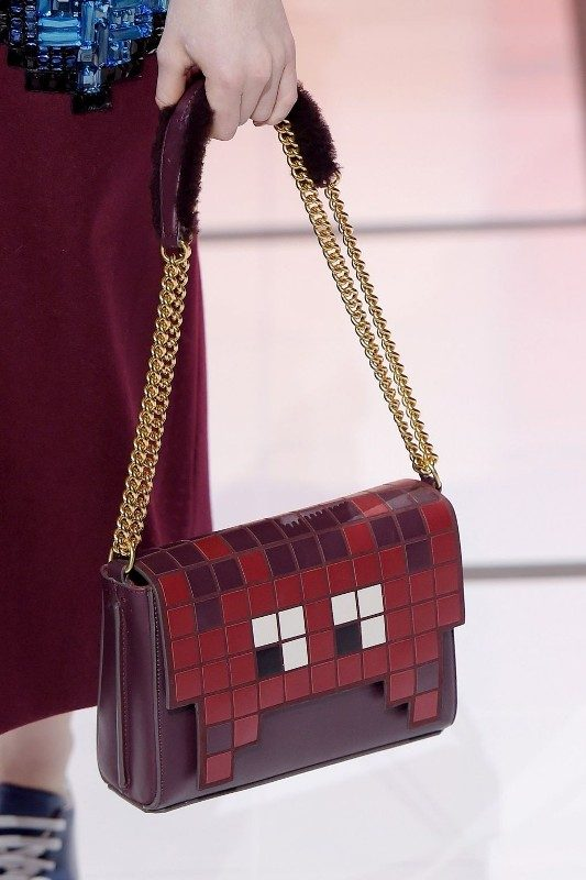 chain-straps-4 26+ Awesome Handbag Trends for Women in 2018