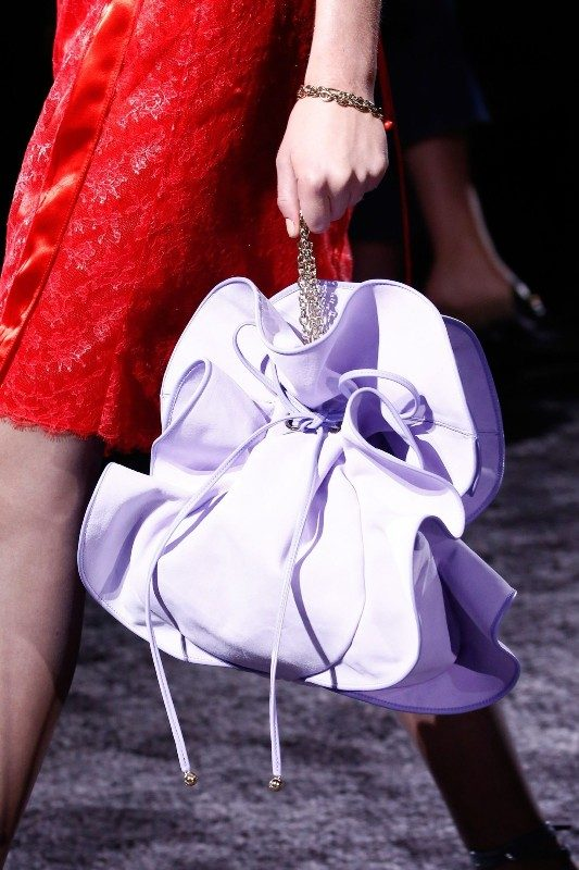 chain-straps-6 26+ Awesome Handbag Trends for Women in 2020