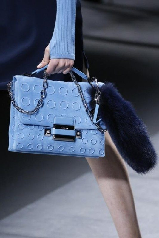 chain-straps-7 26+ Awesome Handbag Trends for Women in 2020