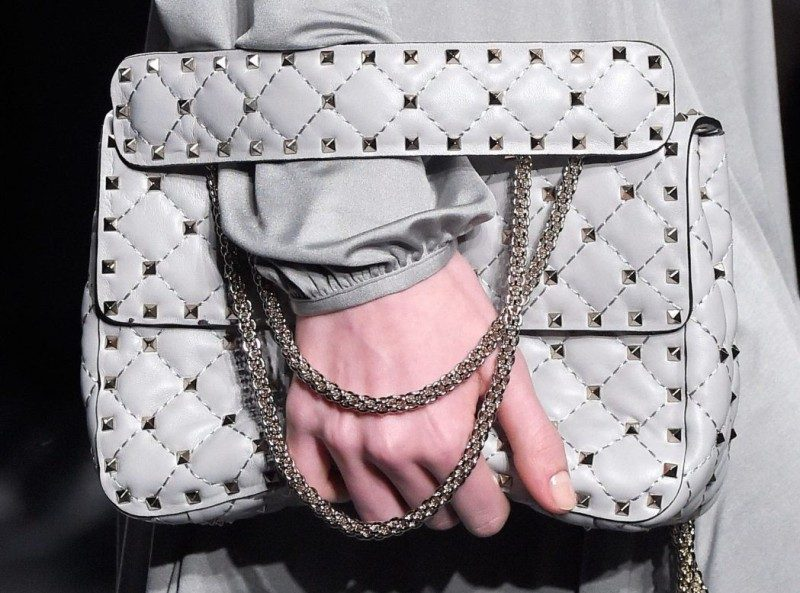 chain-straps-9 26+ Awesome Handbag Trends for Women in 2018