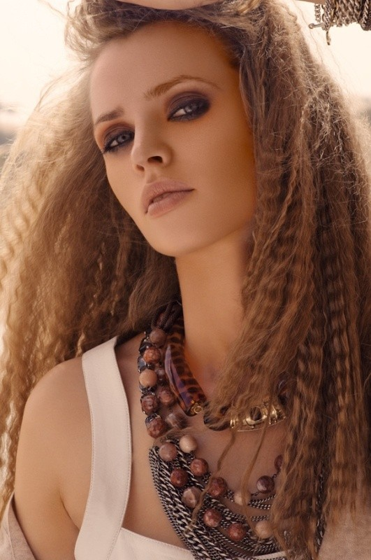 crimped-hair-2 11 Tips on Mixing Antique and Modern Décor Styles