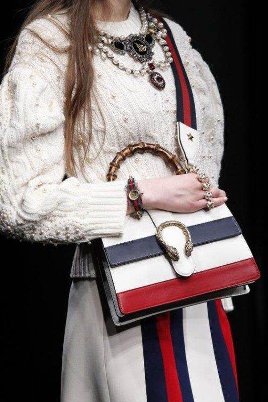 crossbody-bags-1 26+ Awesome Handbag Trends for Women in 2018