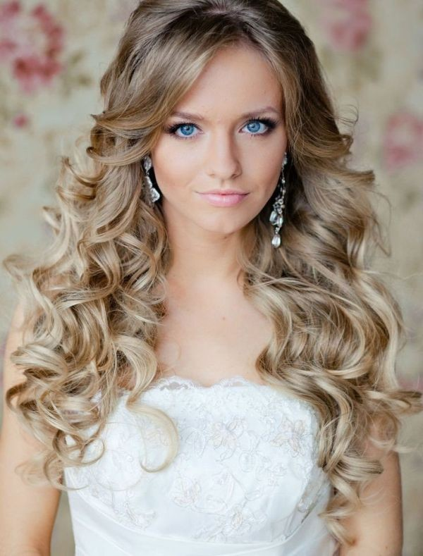 curly-hair-3 20+ Hottest Haircuts & Hairstyles for Women in 2020