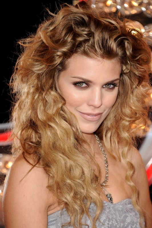 curly-hair-4 20+ Hottest Haircuts & Hairstyles for Women in 2020