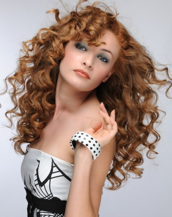 curly-hair-5 20+ Hottest Haircuts & Hairstyles for Women in 2018