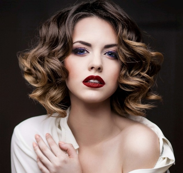 curly-hair-7 20+ Hottest Haircuts & Hairstyles for Women in 2020