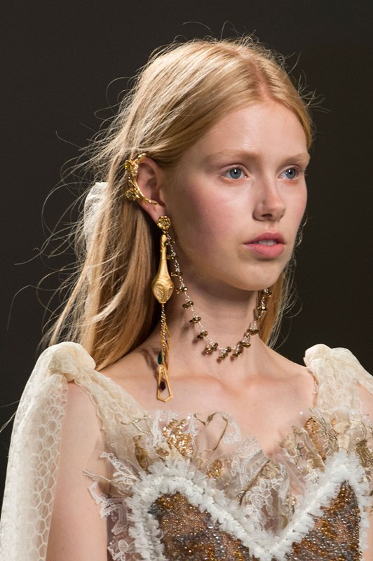 ear-cuffs-2 23+ Most Breathtaking Jewelry Trends in 2021 - 2022
