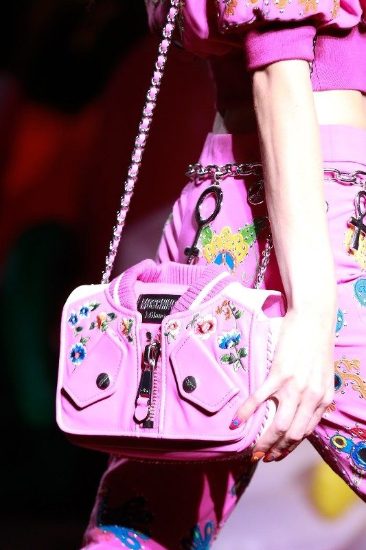 matching-clothing-1 26+ Awesome Handbag Trends for Women in 2020