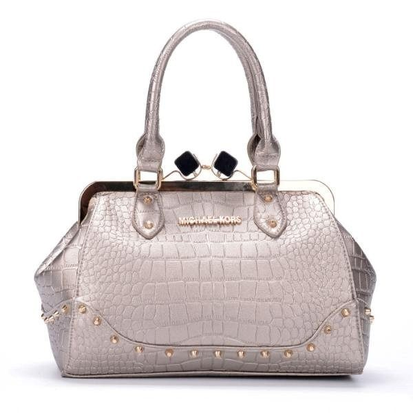 metallic-handbags-5 26+ Awesome Handbag Trends for Women in 2020