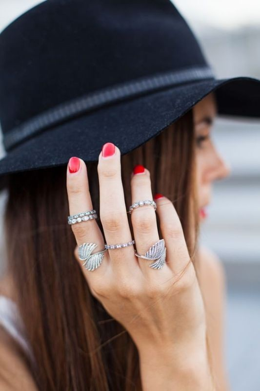 multiple-rings-on-one-hand-1 23+ Most Breathtaking Jewelry Trends in 2020