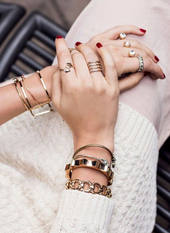 multiple-rings-on-one-hand-2 23+ Most Breathtaking Jewelry Trends in 2021 - 2022