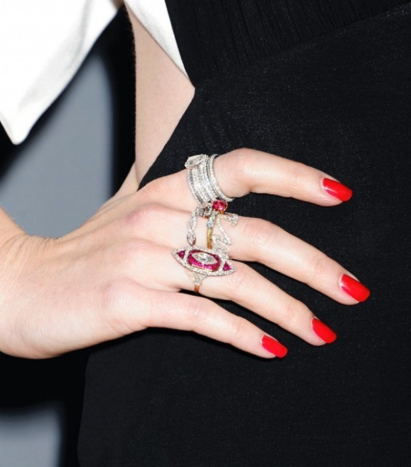 multiple-rings-on-one-hand-4 23+ Most Breathtaking Jewelry Trends in 2021 - 2022