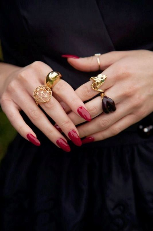 multiple-rings-on-one-hand 23+ Most Breathtaking Jewelry Trends in 2021 - 2022