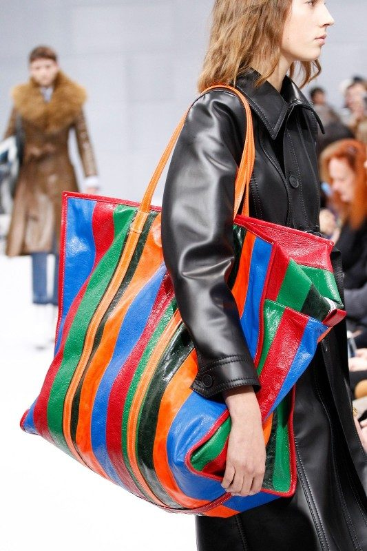 oversized-handbags-5 26+ Awesome Handbag Trends for Women in 2020
