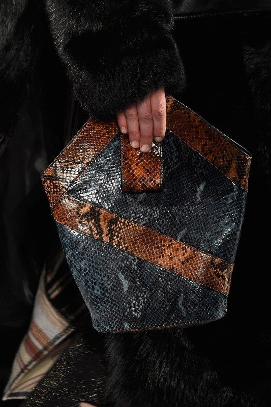 reptile-skin-handbags-3 26+ Awesome Handbag Trends for Women in 2018
