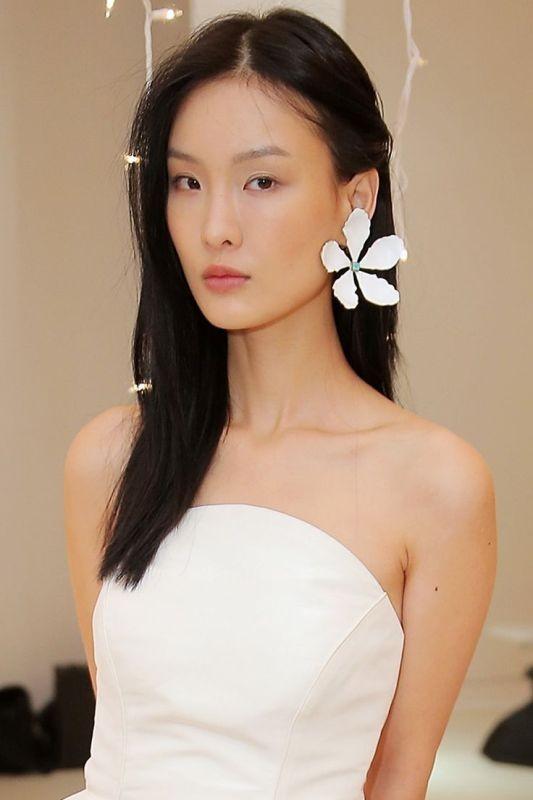 single-earrings 23+ Most Breathtaking Jewelry Trends in 2021 - 2022