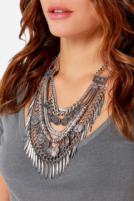 statement-pendants-and-necklaces-3 23+ Most Breathtaking Jewelry Trends in 2020