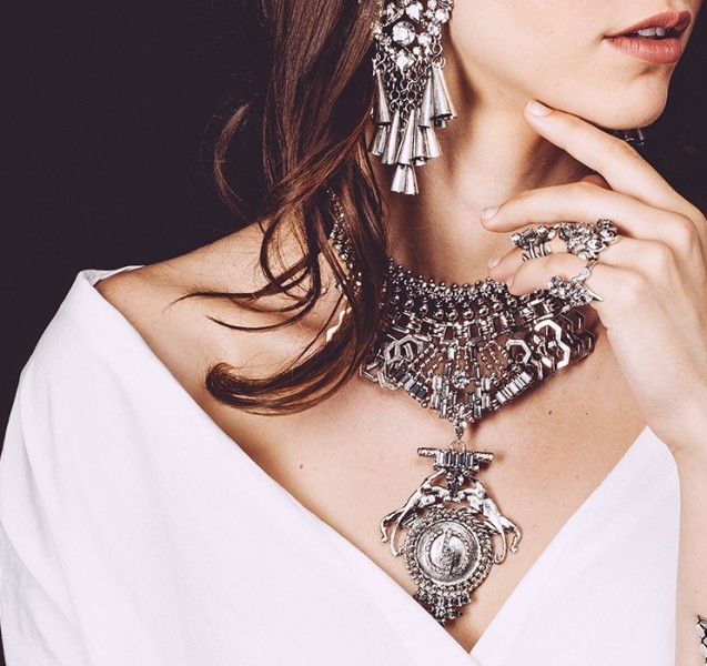 statement-pendants-and-necklaces-5 23 Most Breathtaking Jewelry Trends in 2017