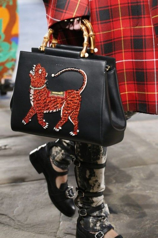top-handles-3 26+ Awesome Handbag Trends for Women in 2018