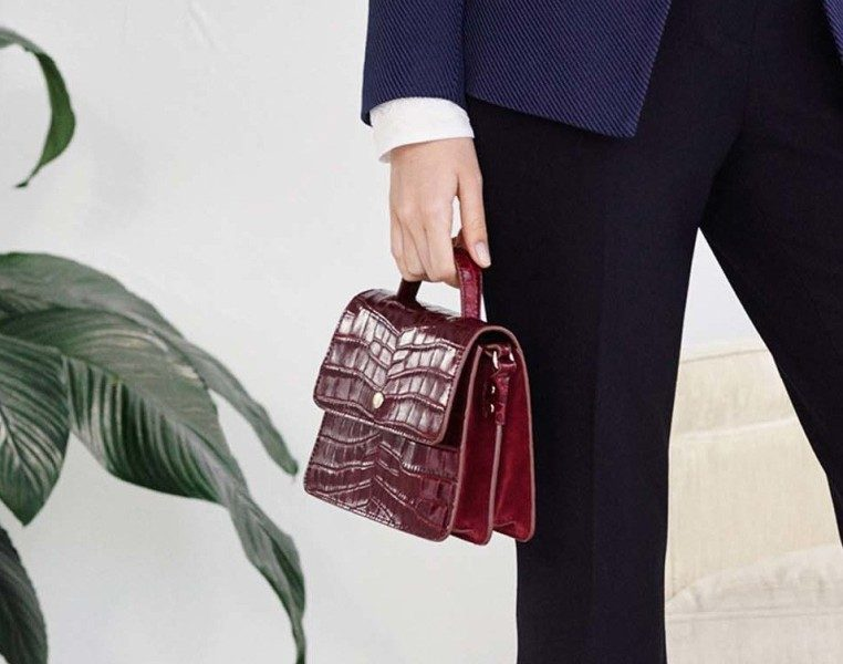 top-handles-5 26+ Awesome Handbag Trends for Women in 2018