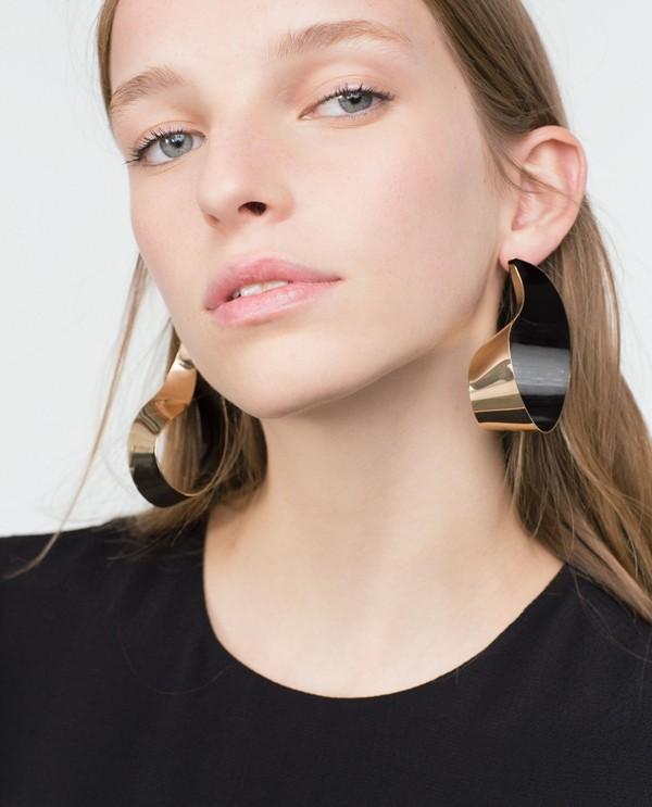 twisted-effect-earrings 23+ Most Breathtaking Jewelry Trends in 2021 - 2022