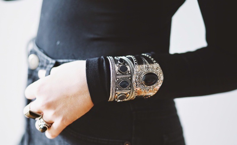 wearing-bracelets-over-gloves-and-sleeves-1 23+ Most Breathtaking Jewelry Trends in 2021 - 2022