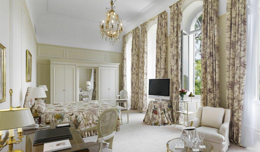 Traditional-white-floral-bedroom-design 5 Main Bedroom Design Trends For 2018