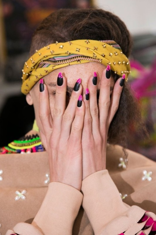 Two-colors-1 28+ Dazzling Nail Polish Trends You Must Try in 2021