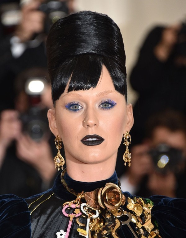 bleached-brows-5 14 Latest Makeup Trends to Be More Gorgeous in 2020
