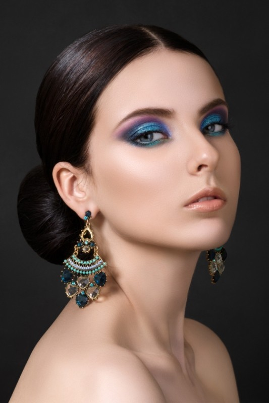 blue-eye-shadow 14 Makeup Trends to Be More Gorgeous in 2017