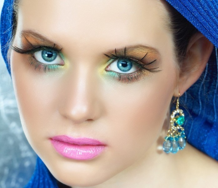 colorful-eye-makeup-10 Three Accessories That Brides Shouldn't Skip