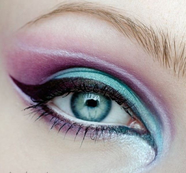 colorful-eye-makeup-5 14 Latest Makeup Trends to Be More Gorgeous in 2020