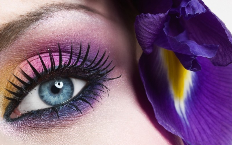 colorful-eye-makeup-9 14 Latest Makeup Trends to Be More Gorgeous in 2020