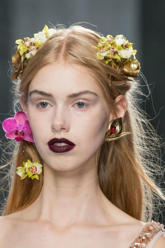 dark-lips-1 14 Latest Makeup Trends to Be More Gorgeous in 2020