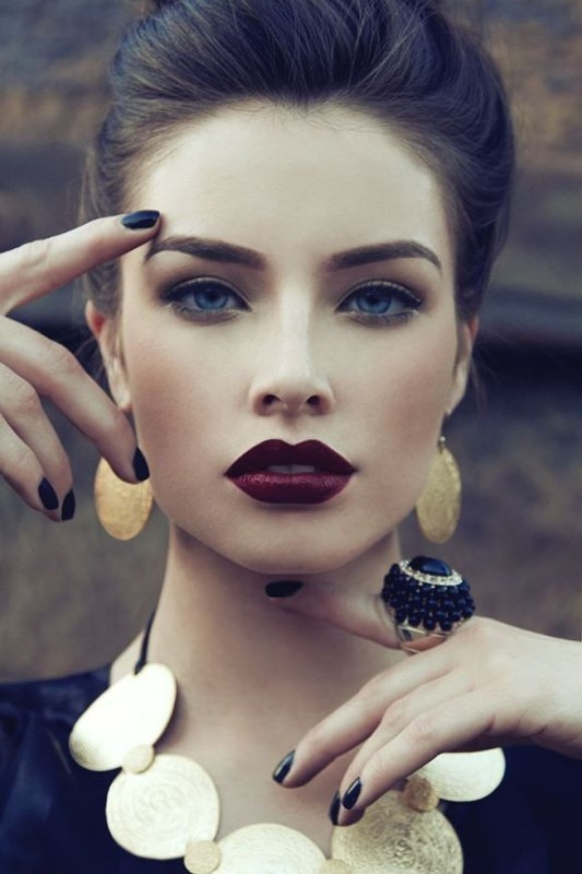 dark-lips-3 14 Makeup Trends to Be More Gorgeous in 2017