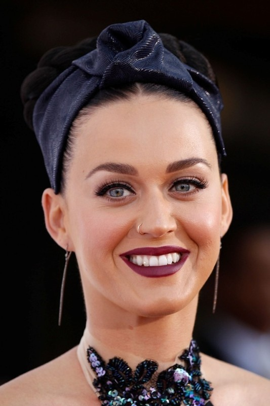 dark-lips-4 14 Latest Makeup Trends to Be More Gorgeous in 2020