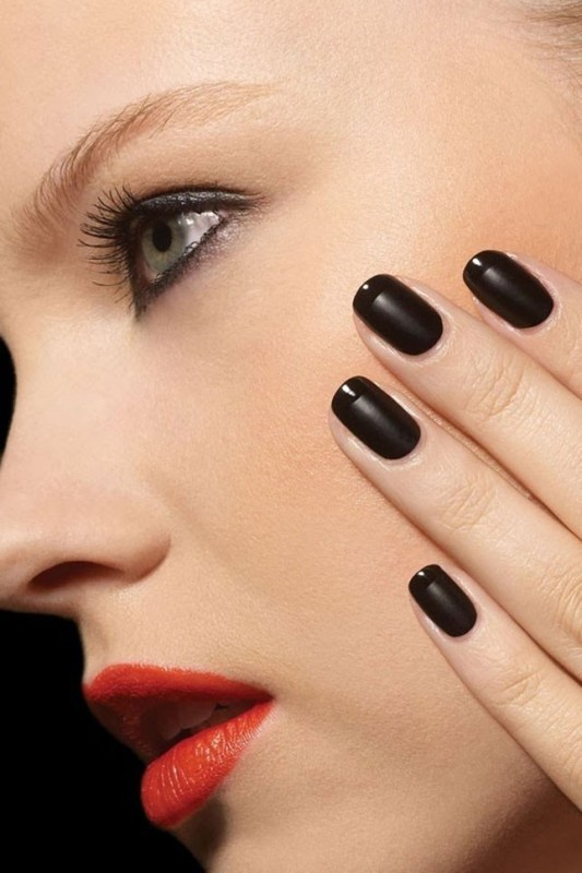 dark-nails-1 28 Dazzling Nail Polish Trends You Must Try in 2017