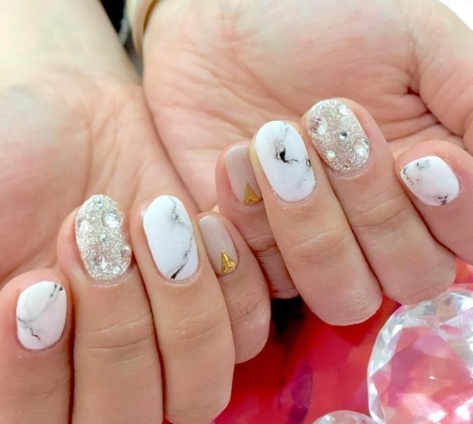 embellished-nails-7 28+ Dazzling Nail Polish Trends You Must Try in 2021