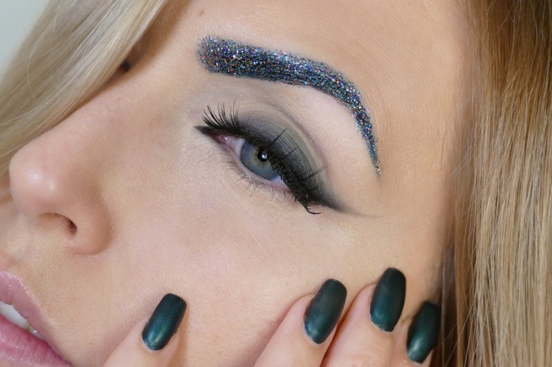 glittering-eyes-4 14 Latest Makeup Trends to Be More Gorgeous in 2020