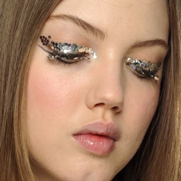 glittering-eyes-9 14 Latest Makeup Trends to Be More Gorgeous in 2020