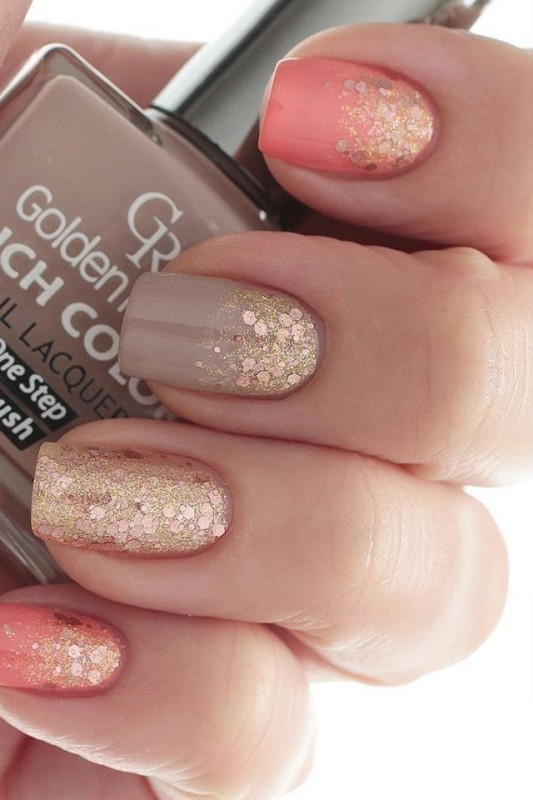 glittering-nails-1 28 Dazzling Nail Polish Trends You Must Try in 2017