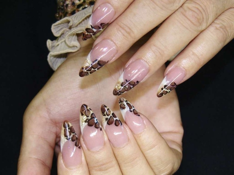 glittering-nails-13 28+ Dazzling Nail Polish Trends You Must Try in 2021