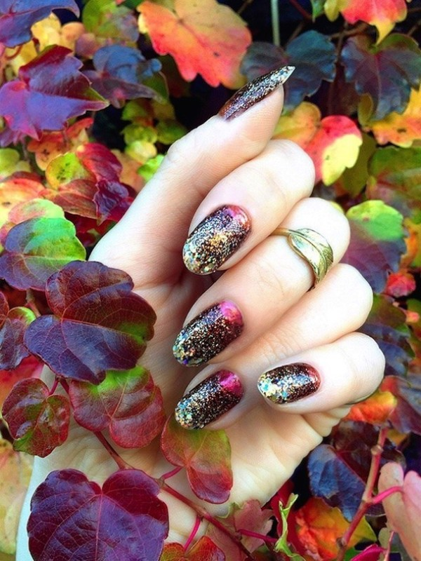 glittering-nails-5 28 Dazzling Nail Polish Trends You Must Try in 2017