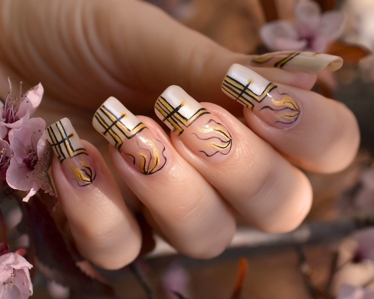 glittering-nails-8 28+ Dazzling Nail Polish Trends You Must Try in 2021