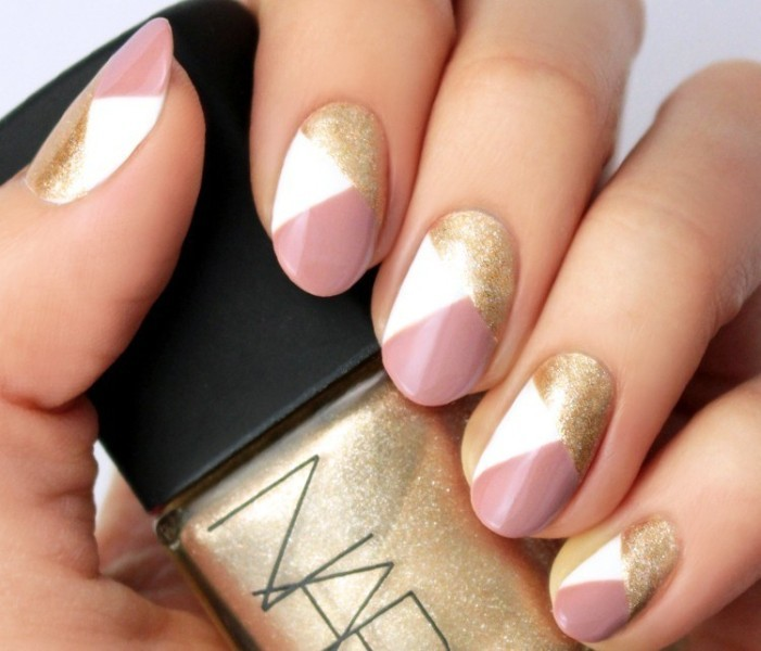 glittering-nails-9 28 Dazzling Nail Polish Trends You Must Try in 2017