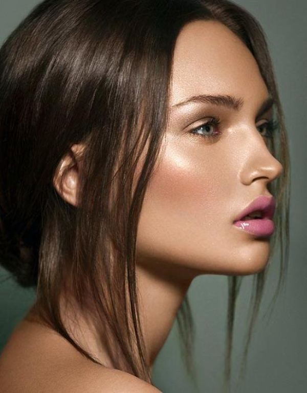 glossy-lips-and-eyes-1 14 Latest Makeup Trends to Be More Gorgeous in 2020