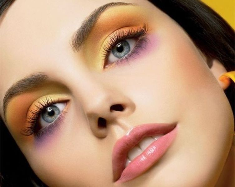glossy-lips-and-eyes-2 14 Latest Makeup Trends to Be More Gorgeous in 2020