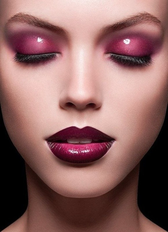 glossy-lips-and-eyes 14 Latest Makeup Trends to Be More Gorgeous in 2020