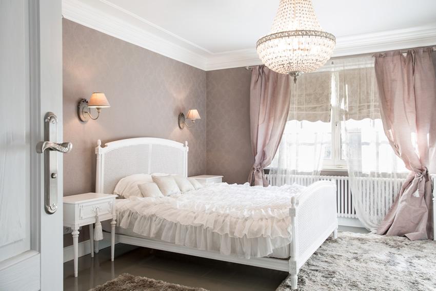 lavender-white-theme-pretty-bedroom-design 5 Main Bedroom Design Ideas For 2020