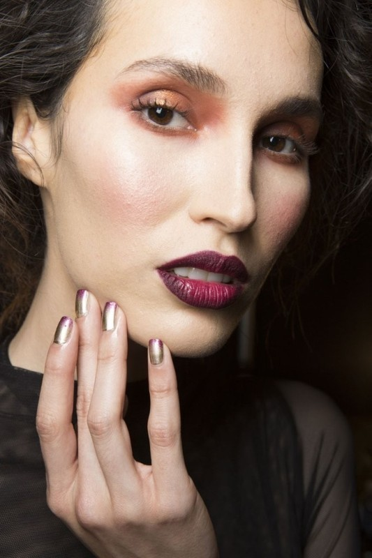metallic-nails-1 28 Dazzling Nail Polish Trends You Must Try in 2017